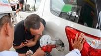 Thói quen nhiều người mắc phải khi đổ xăng khiến ô tô dễ cháy nổ