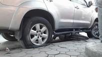 Kinh nghiệm xử lý khi xe nổ lốp giữa đường