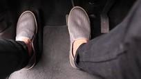 Cách đặt chân tránh nhầm ga - phanh khi lái xe