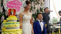 Đám cưới của chú rể thấp hơn cô dâu nửa mét