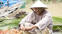 Huyền thoại đấm bốc Mike Tyson sang Việt Nam bán trái cây ở chợ nổi Cái Răng