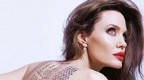 "Angelina Jolie khoe hình xăm ""khủng"", đầy bí ẩn"