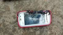 Vừa sạc pin vừa gọi điện, cô gái 18 tuổi tử vong vì điện thoại phát nổ