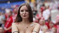 Fan nữ Đan Mạch khoe vẻ sexy, bạn gái Pogba khoe nhẫn đính hôn