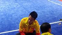 Bị thương trong lúc khởi động, VĐV wushu Việt Nam phải bỏ thi chung kết