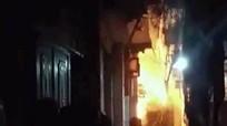 Bé 6 tuổi tử vong do bố dượng tẩm xăng đốt nhà