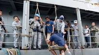 Ngư dân Việt Nam cứu 22 ngư dân Philippines bị đâm chìm tàu ở Trường Sa như thế nào?