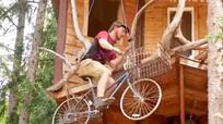 'Thang máy' tự chế từ xe đạp có thể leo cao 8,5 m