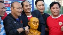 HLV Park Hang-seo được cổ động viên 'tiếp sức' trước trận gặp Thái Lan