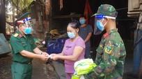 Bộ đội đến từng ngõ tiếp phẩm, người dân TP. Hồ Chí Minh yên tâm chống dịch