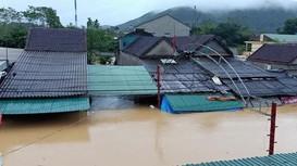 Nghệ An: Đường thành sông, ruộng đồng mênh mông nước, hàng trăm hộ dân bị cô lập