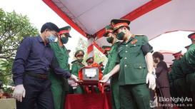 Video: Xúc động lễ an táng 95 liệt sỹ, quân tình nguyện Việt Nam hy sinh tại Lào