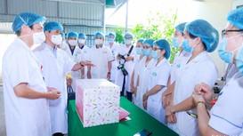 Video: Bí thư Tỉnh ủy Nghệ An thăm, động viên đội ngũ y, bác sỹ trên tuyến đầu chống dịch Covid -19