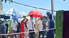 Video: Nhà trai xin dâu ngay tại chốt kiểm soát phòng, chống dịch ở TP. Vinh