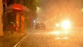 Cán bộ chiến sĩ công an đội mưa, bám chốt phòng, chống dịch