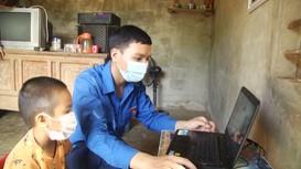 'Chiến sỹ công nghệ số' đồng hành cùng học sinh học trực tuyến