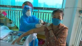 Người dân TX. Cửa Lò: Vắc xin tốt nhất là vắc xin được tiêm sớm nhất
