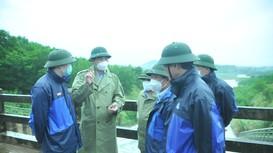 Phó Chủ tịch UBND tỉnh Hoàng Nghĩa Hiếu kiểm tra sản xuất và vận hành hồ Sông Sào
