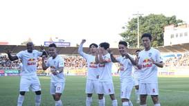 Điểm nhấn vòng 10 V.League 2021: HAGL thăng hoa, kịch tính đua tốp