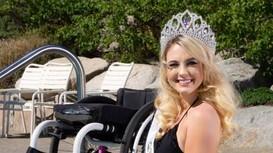 Nhan sắc 'đốn tim' của mỹ nhân ngồi xe lăn suốt 16 năm vừa đoạt giải Á hậu 2 tại Mỹ