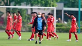 Hà Nội FC 'trói chân' hậu vệ ĐT Việt Nam tới năm 2023; Báo Thái 'điểm huyệt' đội tuyển Việt Nam