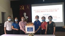 Công đoàn ngành Y tế tặng quà động viên cán bộ, y bác sỹ tuyến đầu chống dịch
