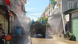 Bộ đội Hóa học Quân khu 4 phun khử khuẩn nhiều khu vực tại huyện Quỳnh Lưu