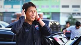 Thái Lan sa thải HLV trưởng Nishino; Lukaku từ chối trở lại khoác áo Chelsea