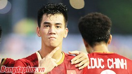 Tiến Linh cân bằng kỷ lục ghi bàn của Lê Công Vinh ở vòng loại World Cup; Barcelona trói chân Pedri