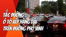Tắc đường, ô tô xếp hàng dài sau mưa lớn trên đường phố Vinh