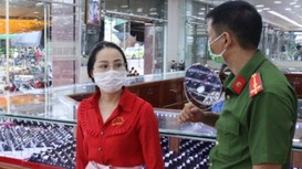 Nữ nhân viên khai 'trộm gần 10kg vàng để đầu tư tiền ảo'