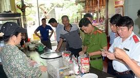 Tăng cường giám sát vệ sinh an toàn thực phẩm từ cơ sở