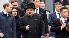 Dàn cận vệ ông Kim Jong-un lại gây sốt với hành động lạ khi vừa tới Nga