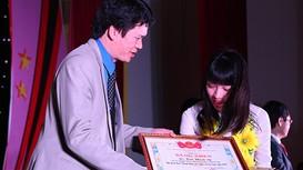 Nữ sinh nói 7 thứ tiếng được tỉnh Nghệ An tuyên dương