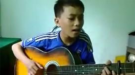Cậu bé Nghệ An gây sốt với ca khúc 'Dấu Mưa'