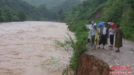 Cận cảnh mưa lũ chia cắt huyện Kỳ Sơn