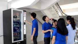 Máy bán hàng tự động thay thế căng-tin ở trường ĐH Vinh