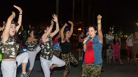 Màn biểu diễn Zumba sôi động tại quảng trường TP Vinh
