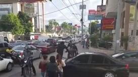 Cách xử lý của người đi bộ khi xe ô tô lấn làn