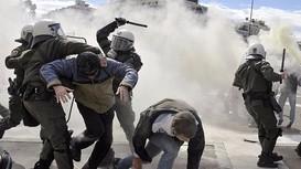 Cảnh sát các nước trấn áp người biểu tình quá khích như thế nào?