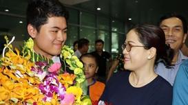 Vui mừng chào đón học sinh đạt giải từ cuộc thi Olympic Vật lý Châu Á