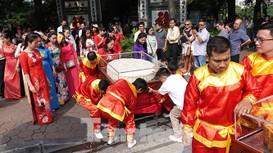 Đi bộ rước cặp bánh Trung thu khổng lồ được xác lập kỷ lục Việt Nam