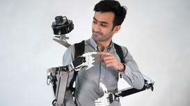 Robot đeo lưng giúp người dùng có thêm hai tay