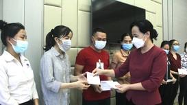 Đảng ủy Khối Doanh nghiệp tặng 360 suất quà cho công nhân có hoàn cảnh khó khăn