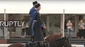 Xem kỵ binh Nga biểu diễn điêu luyện trên lưng ngựa