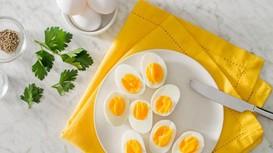 """Kiểu ăn trứng """"bá đạo"""""""