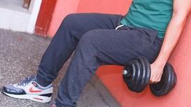 Bài tập đơn giản giúp phái mạnh giảm béo bụng và săn cơ đùi