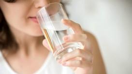 Video chỉ ra hầu hết mọi người uống nước chưa đúng cách