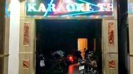 Tiếp viên múa thoát y trong quán karaoke chui bất chấp lệnh cấm