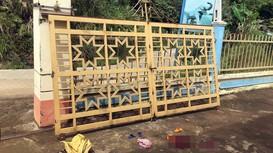 Cổng trường mẫu giáo bất ngờ đổ khiến 2 học sinh thương vong